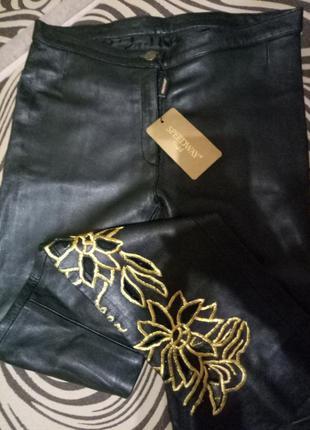 Легкие кожанные брюки весна.