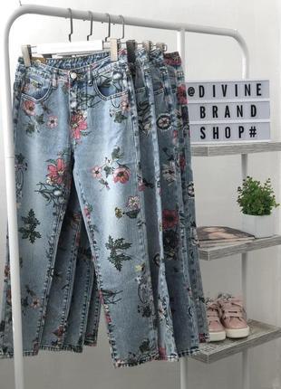 Шикарные джинсы mom fit в цветочный принт от итальянского бренда miss bonbon