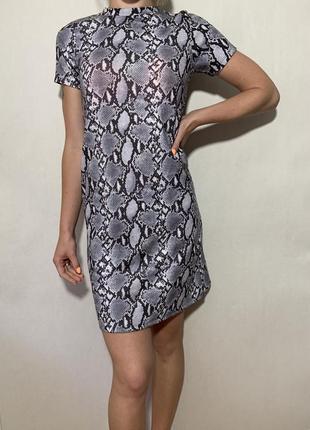Платье со змеиным принтом. animal print
