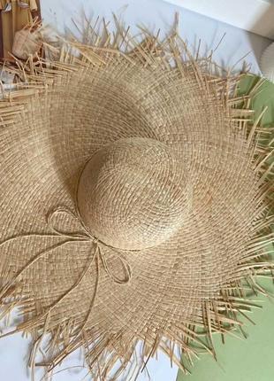 Модная соломенная шляпа большая