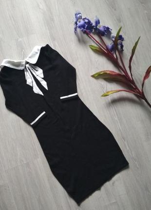 Шикарное чёрное черное платье по фигуре трикотажное с белым воротником с бантом