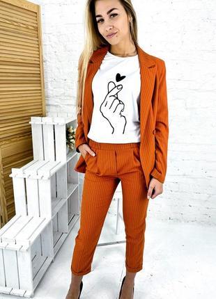 Актуальный костюм в полоску пиджак и брюки на резинке