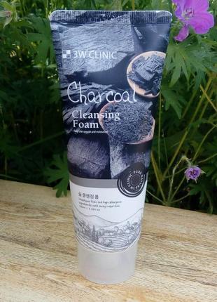 Очищающая пенка с древесным углем  3w clinic charcoal water cleansing foam