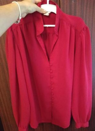 Яркая красная блуза