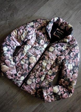 Стильная стёганная курточка в цветочный принт венгерского бренда glo story
