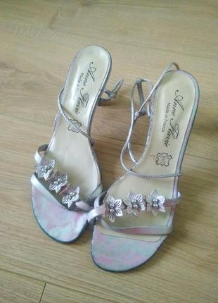 Французькі босоніжки anne flovie/ женские кожаные босоножки на высоком каблуке