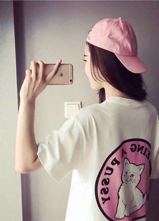 Длинная милая женская футболка с принтом кошки.