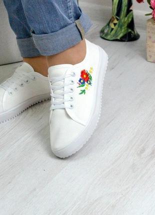 Кеды белые с вышивкой