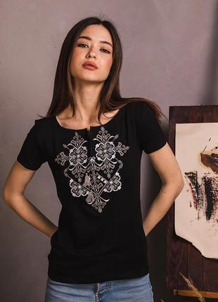 Стильная футболка вышиванка черная с белой вышивкой