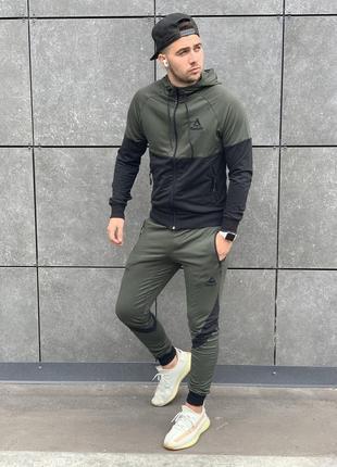 Спортивный мужской костюм