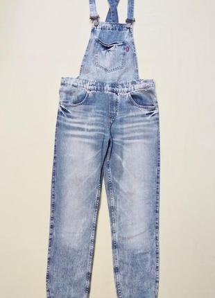 Актуальный джинсовый комбинезон комбез ромпер gloria jeans s-m