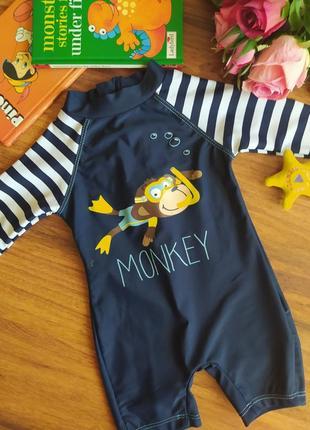 Классный купальный костюм на малыша rebel на 3-6 месяцев.