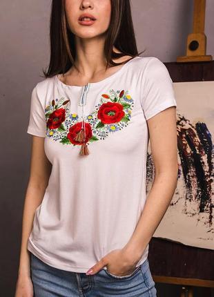 Белая футболка с вышивкой  вышиванка цветочный орнамент маки