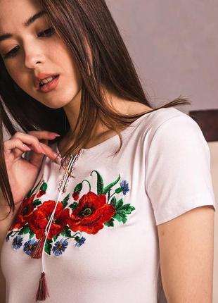 Белая трикотажная футболка с вышивкой качественная вышиванка