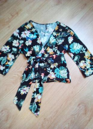 Блуза кимоно в тропический принт.