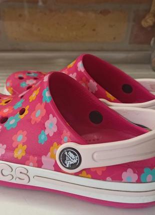 Яркие оригинальные шлепанцы сабо crocs iconic comfort