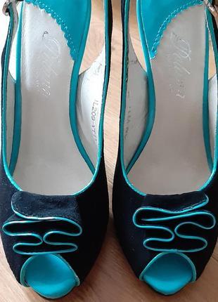 Модные и стильные сандалии на каблуке из натуральной замши