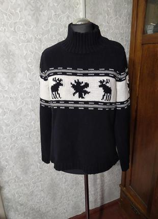 Теплый вязаный свитер с оленями