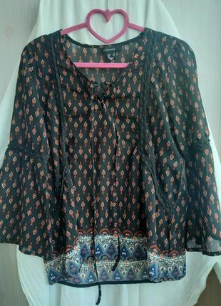 Очень красивая и ояень легкая блуза оригинальный дизайн дизайн размер s atmosphere