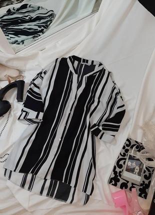 Блузка в полоску с вырезами на плечах