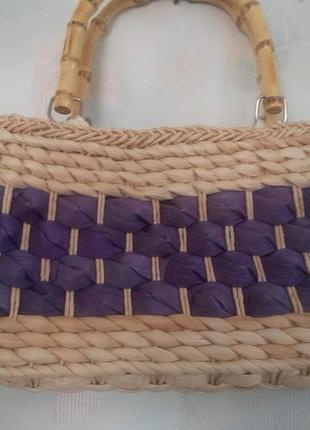 Плетеная сумочка с бамбуковыми ручками