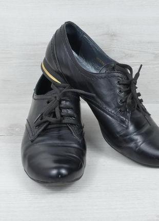 Чорні класичні туфлі
