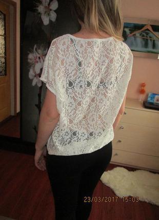 Крутая кружевная блуза молочного цвета
