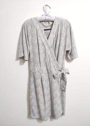Дуже красива віскозна сукня на запах від mark& spenser