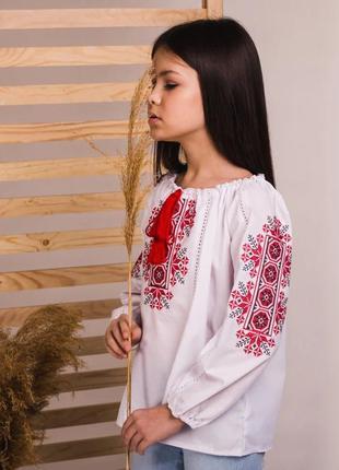 Блуза вышиванка для девочек белая с красной вышивкой
