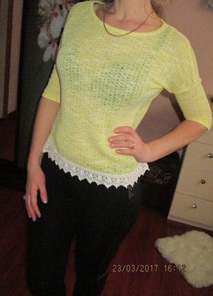 Нежный свитерок- блуза с кружевом