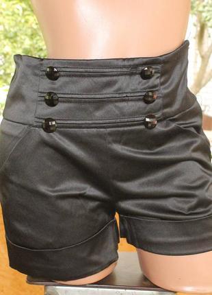 Черные шорты с завышенной талией
