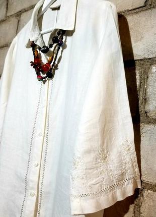 Льняная блуза с вышивкой пайетками