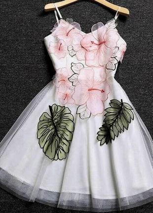 Нежное волшебное платье с вышивкой