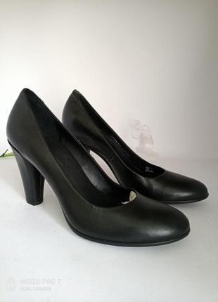 Шикарние кожание туфли лодочки от бренда ecco оригинал, 39p, нюанс