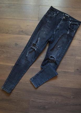 Черные джинсы рваные