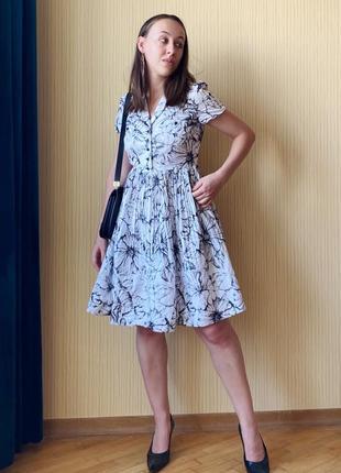 Счастливое силуэтное белое платье от moschino