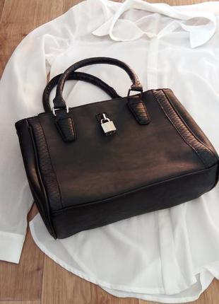 Елегантная маленькая  сумочка с замочком
