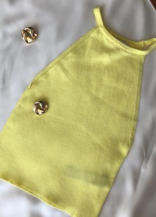 Желтый топ в рубчик