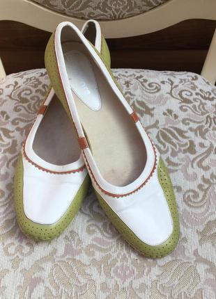 Туфли, балетки на маленьком каблучке