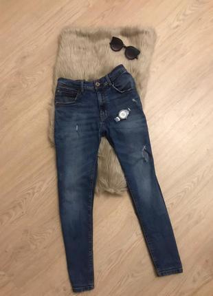 Топовые джинсы от zara