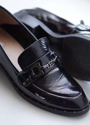 Женские чёрные туфли лоферы sharman