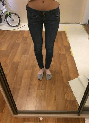Весенние джинсы mango
