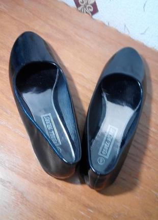 Лаковые туфли, балетки