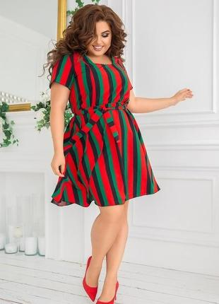 Модное короткое платье в полоску