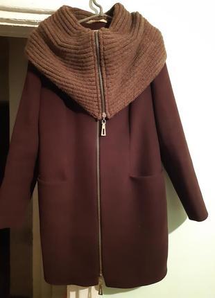 Коричневе пальто