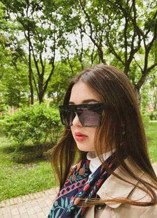 Солнцезащитные очки маска в черной глянцевой оправе женские / унисекс
