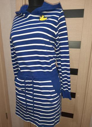 Платье в полоску с капюшоном