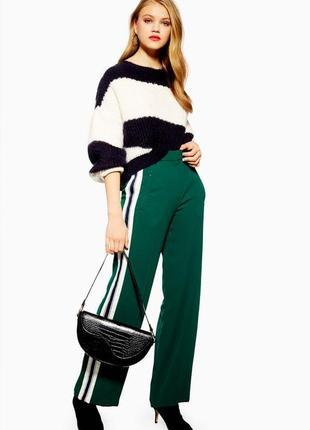 Модные брюки с лампасами и завышенной талией