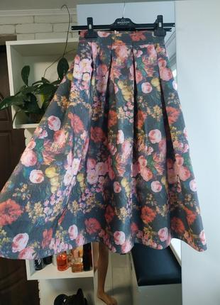 Нарядная, пышная юбка миди