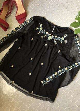 Модна блуза з вишивкою від m&s гіпюр